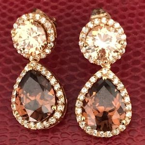 Jewelry - Pieced topaz Color crystal earrings